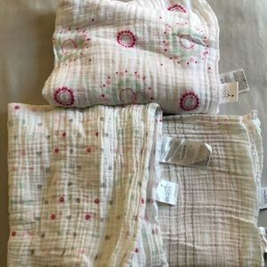 Aden + Anais NWOT 3 printed swaddle blankets